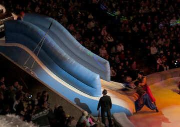Schieben Sie im Zirkus №15806