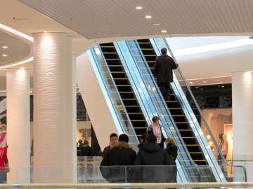 Persone in centro commerciale №16281