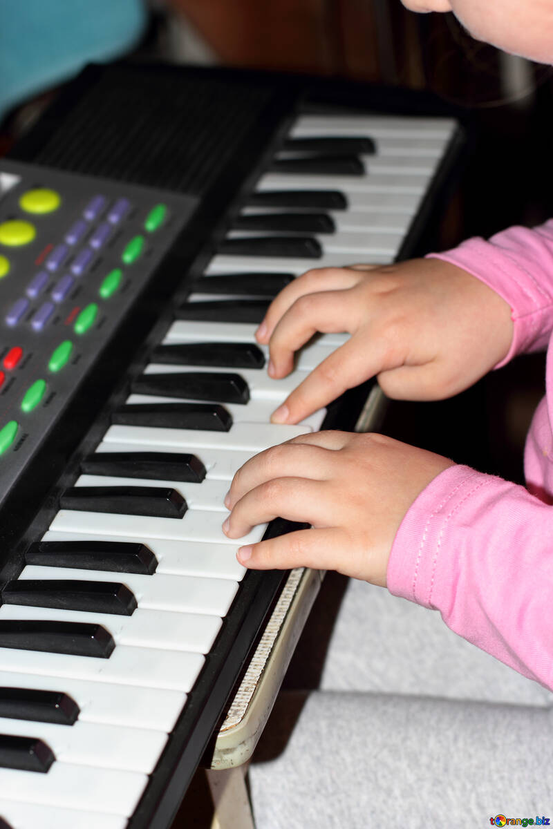 A child learns music №16332