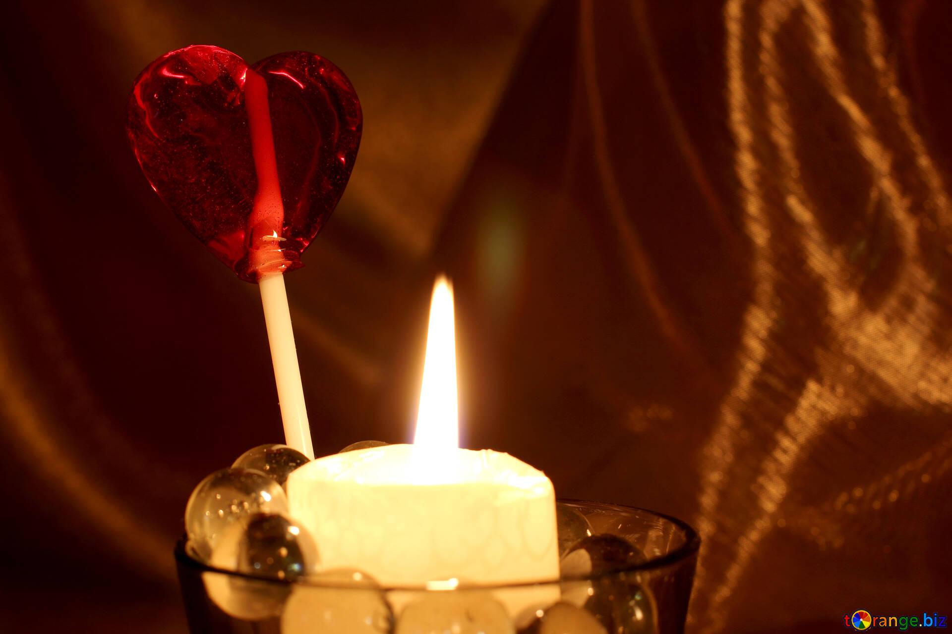 Bougie avec des coeurs fond d écran sur le bureau de l amour