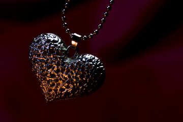 Background on the desktop gold heart №17635