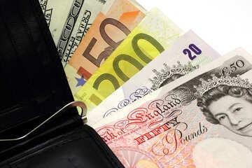 Verschiedene Geld in der Brieftasche №17181