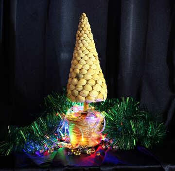 Новогодняя елка из ракушек №17838