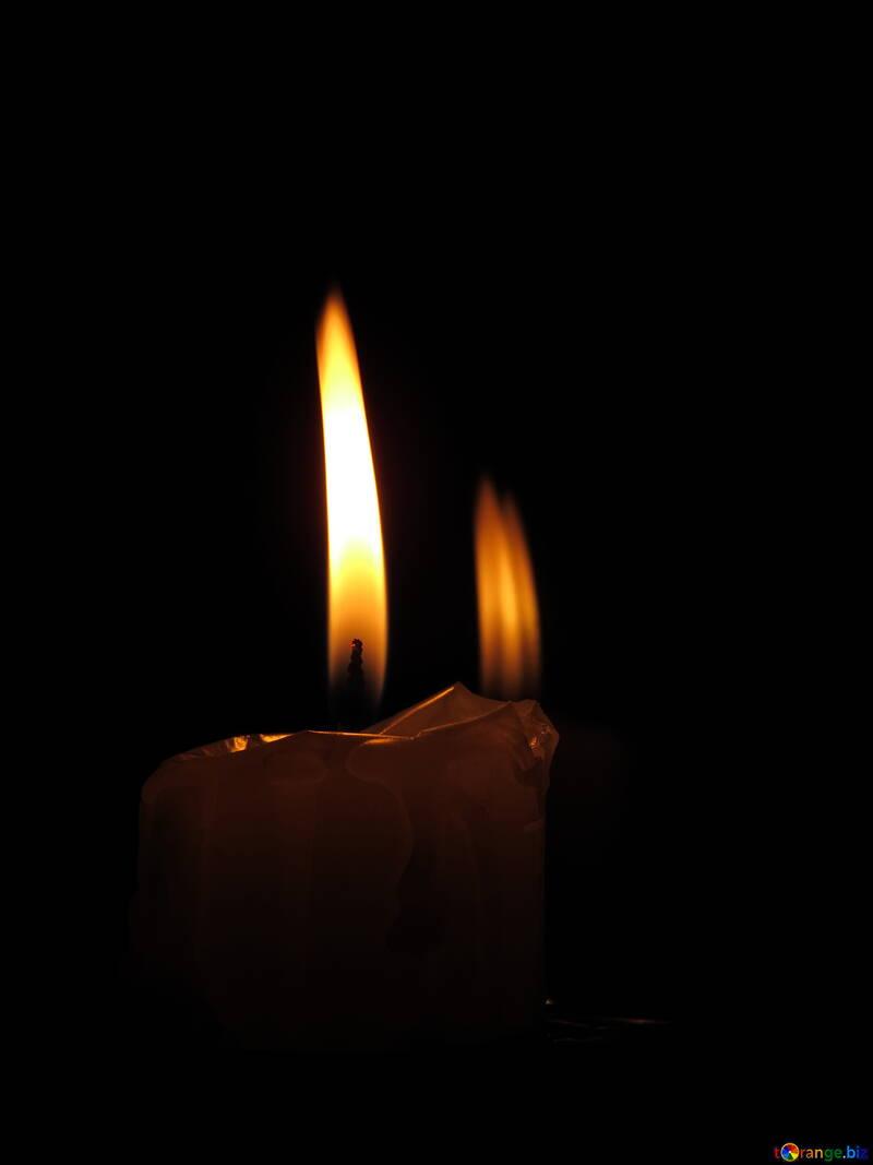 Die Blendung durch brennende Kerze №17408