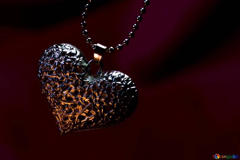 Фон на десктоп золотое сердечко №17635