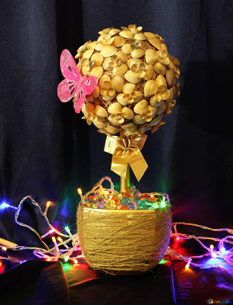 A Christmas tree with seashells №17842