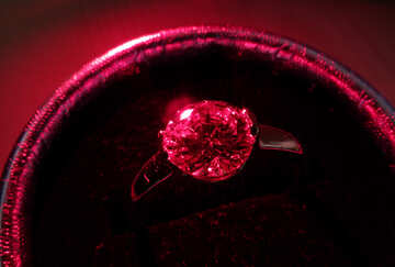 Ring with red stone №18291