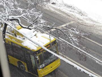 Stadtverkehr im Schnee №18071
