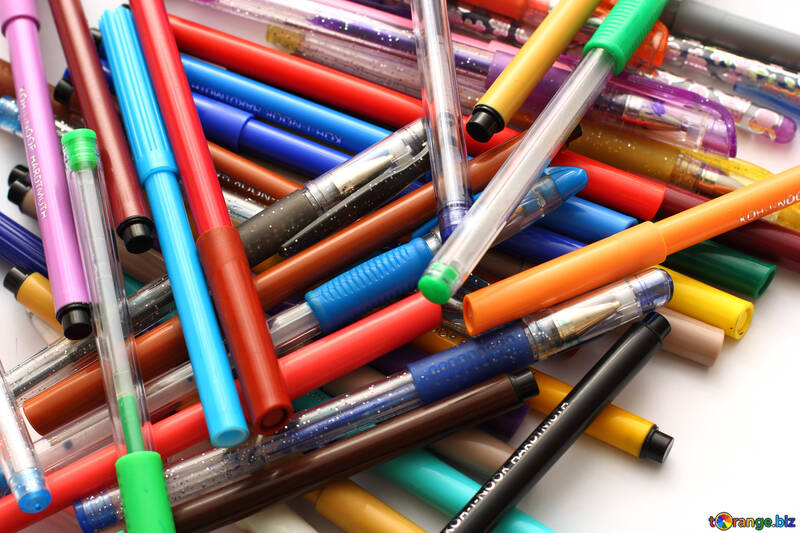 A pile of markers and pens №18601