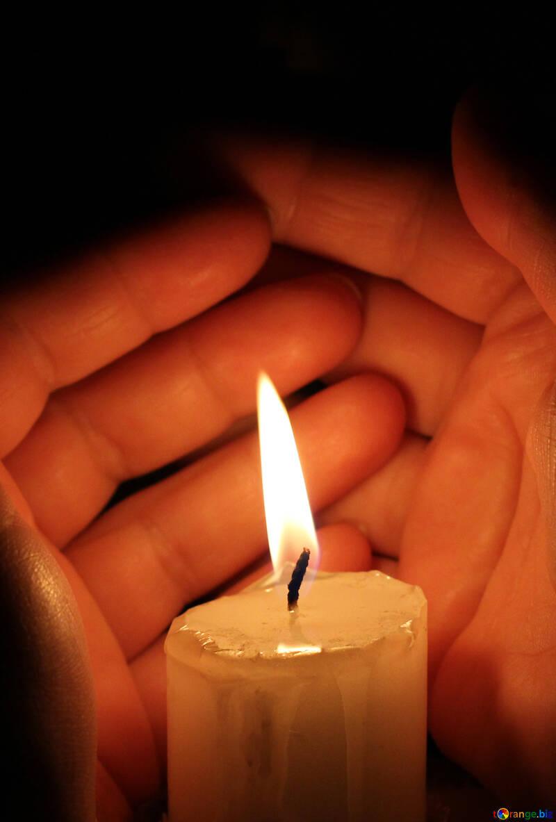 Kerze und Hände №18119