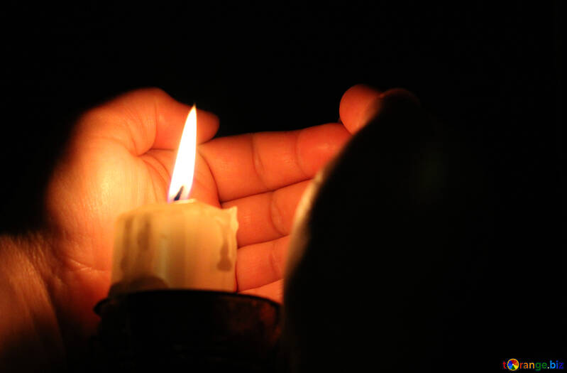 The heat from the candle flame №18084