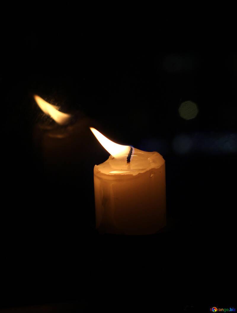 Reflexion der Kerzen №18137