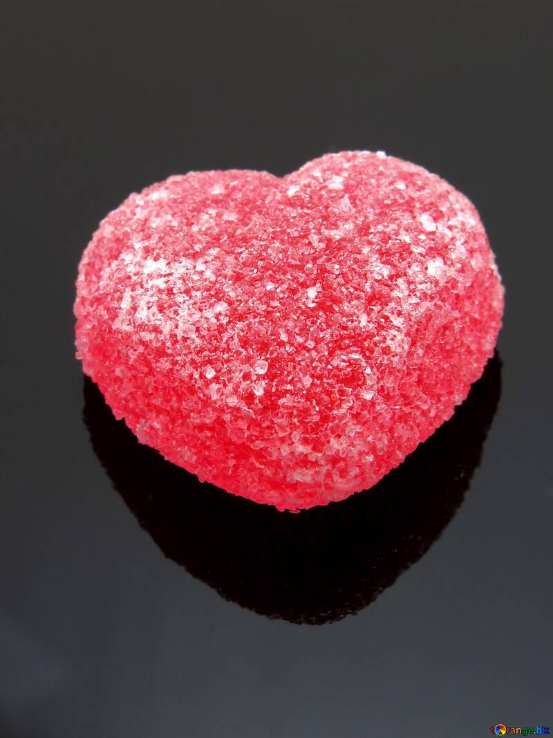 Красное сердечко на черном фоне №18523