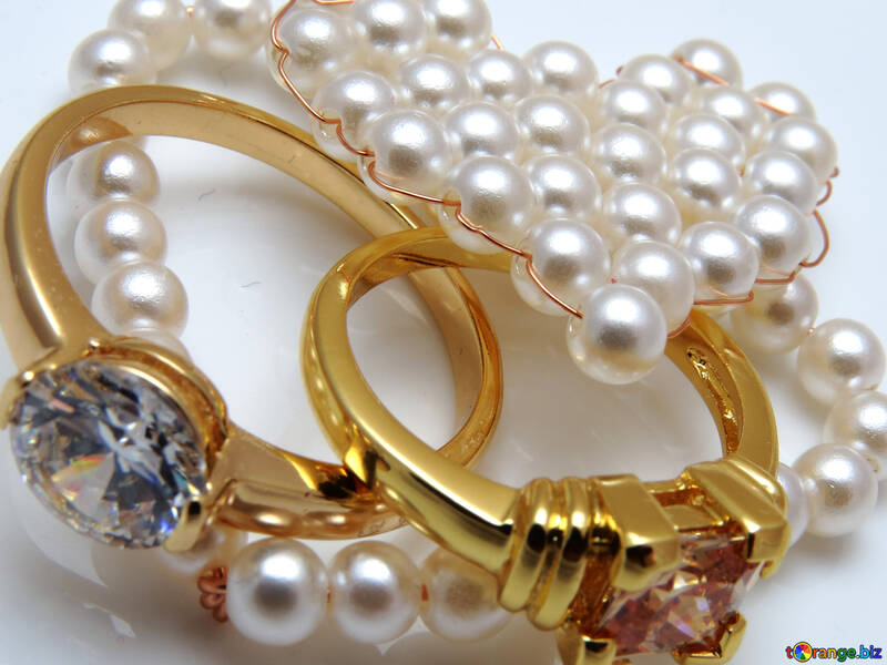 Crafts made of pearls №18272