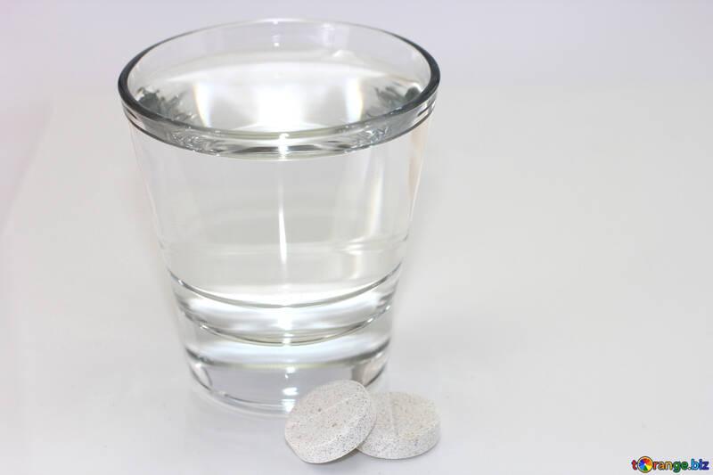 Un vaso de agua y pastillas №19762