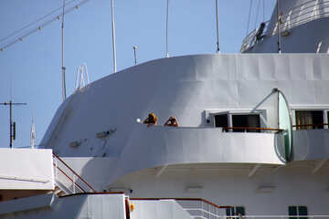 Mädchen  an  Plattform  Kreuzfahrt  Schiff №2225