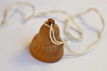 Campana dell`argilla su una stringa. №2090