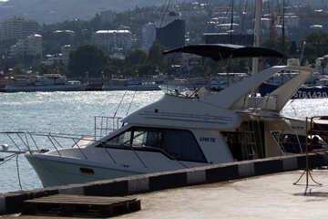 Yacht ancoraggio №2221