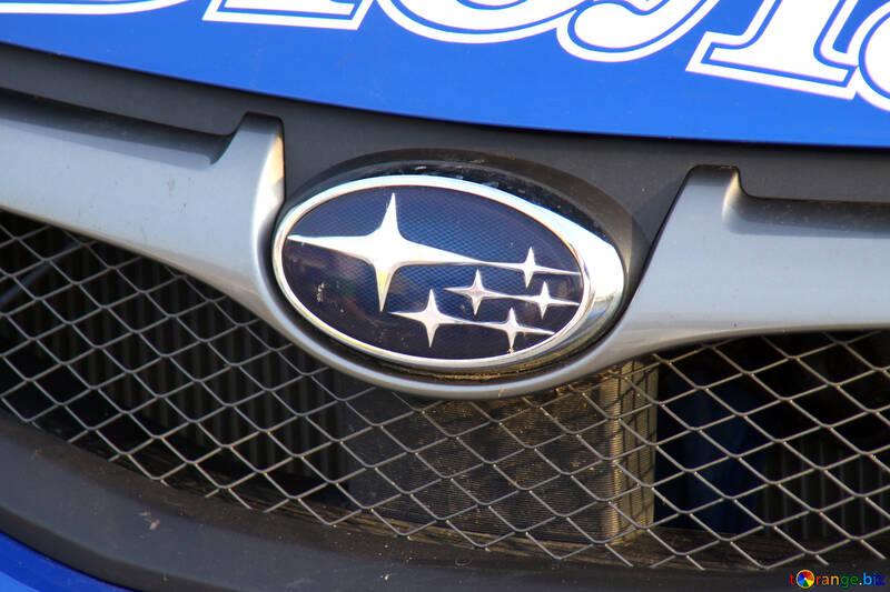 Company logo on the hood Subaru  №2668