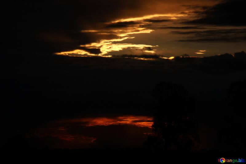 Puesta del sol los rayos de nube  №2789