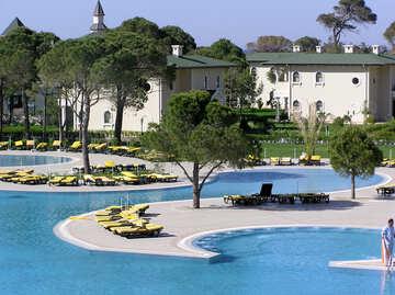The hotel has many pools №20914