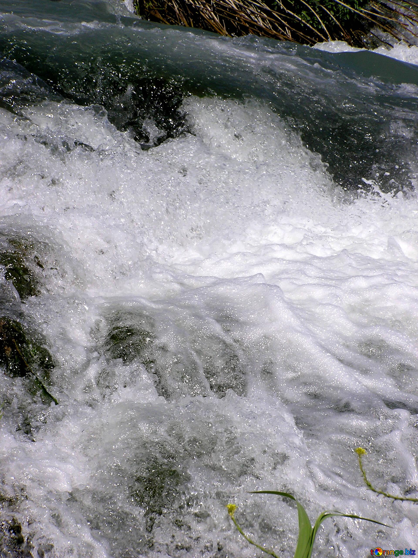 много картинки бурлящей воды удовольствием рассматривали фотографии