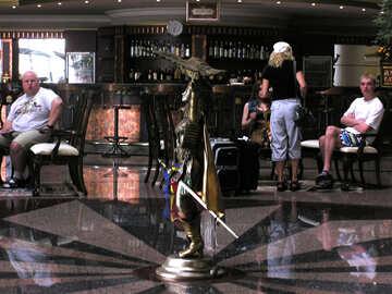 Die Menschen in der Hotellobby №21682