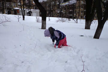 A child playing in the deep snow №21533