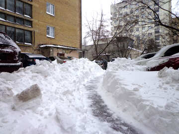 Departure from the parking of cars blocked by snow №21611
