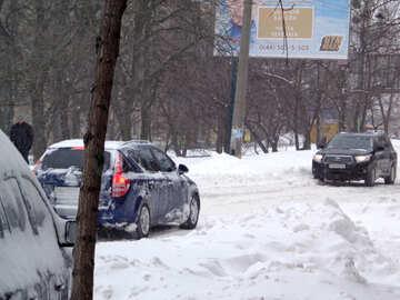 Bewegung der Autos im Schnee №21581