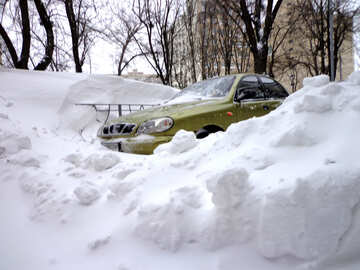 Car covered with snow after snowfall №21603