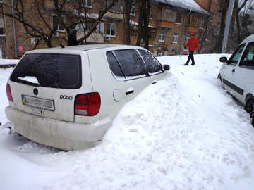 Car covered with snow №21576