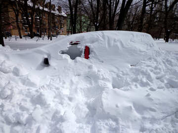 The vehicle is completely covered with snow №21525