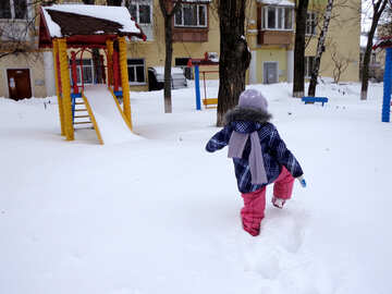 A child walks in winter №21531