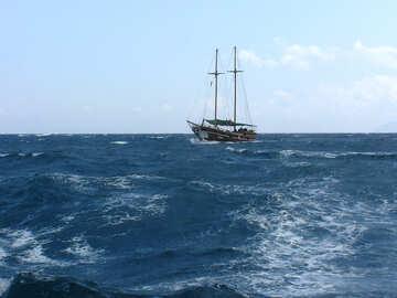Alquiler de barcos navegando en mar №21920