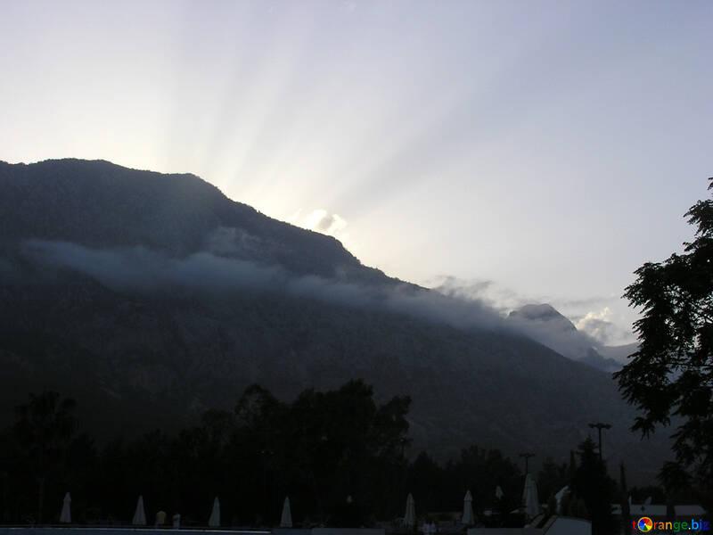 Puesta de sol de montaña №21116