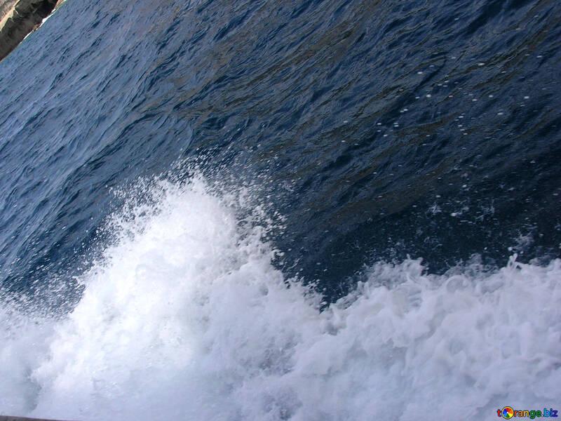 Spritzwasser von der Nase des Schiffes №21953