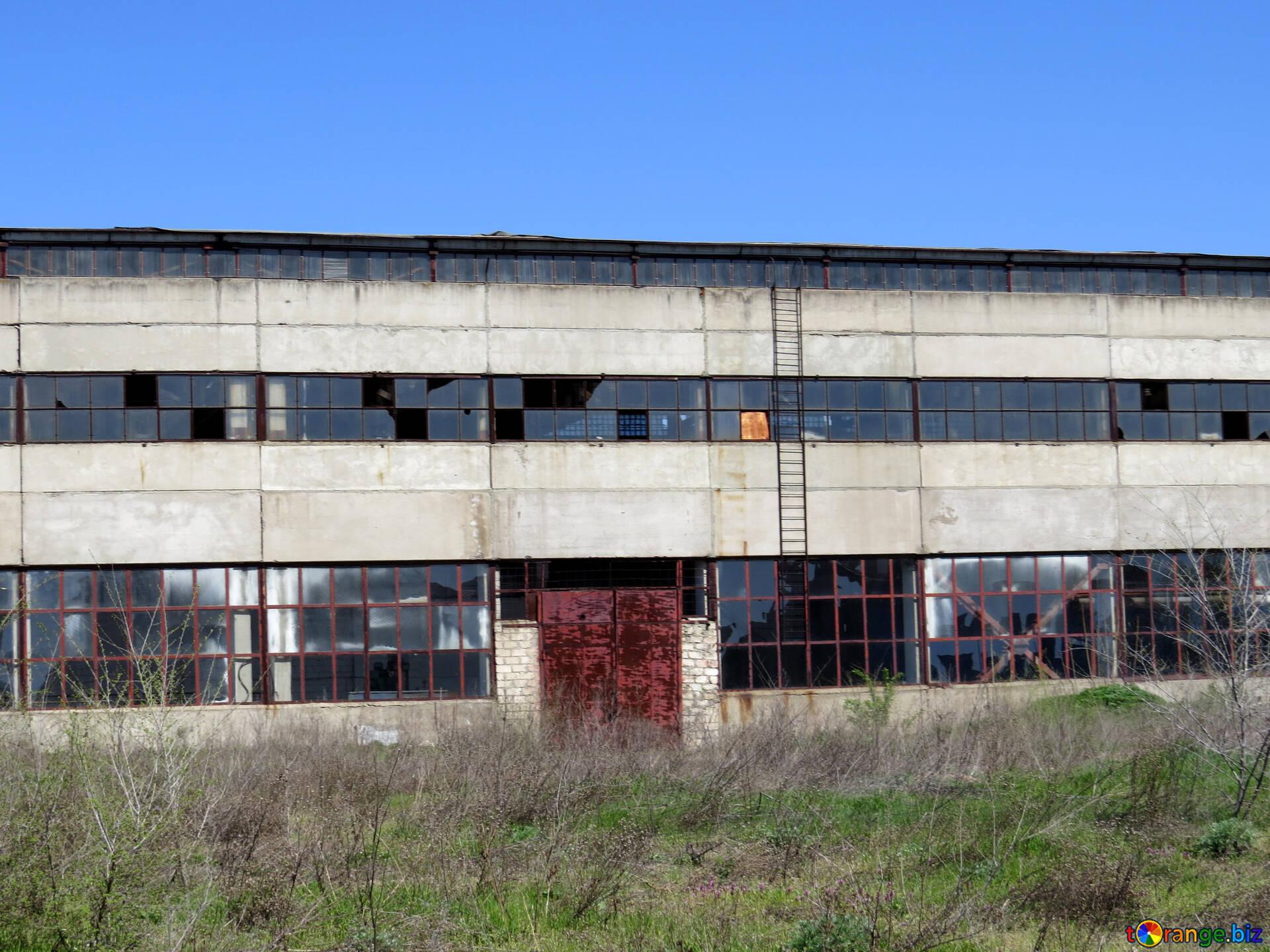 [Image: transnistria-abandoned-factory-indoor-plant-23559.jpg]