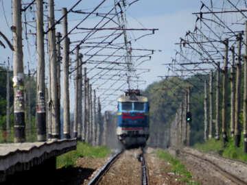 Il treno si avvicina №23030