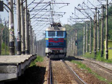 Il treno arriva presso il Peron №23028