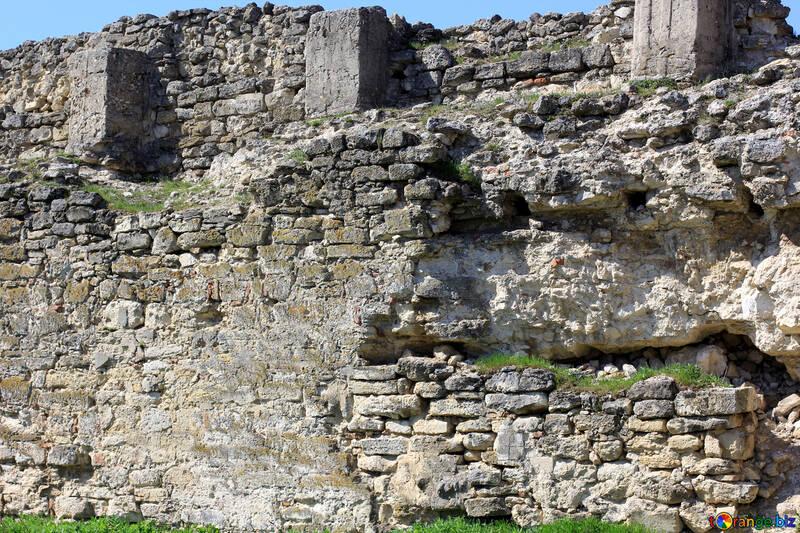 Le rovine del muro fortezza №23809