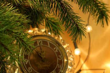 Часы под новогодней елкой №24571