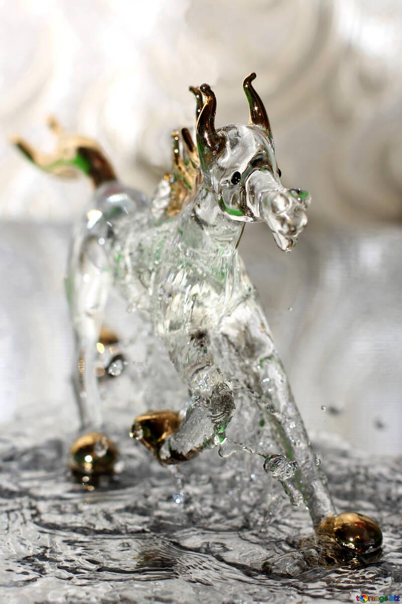 Le cheval court sur l`eau №24523