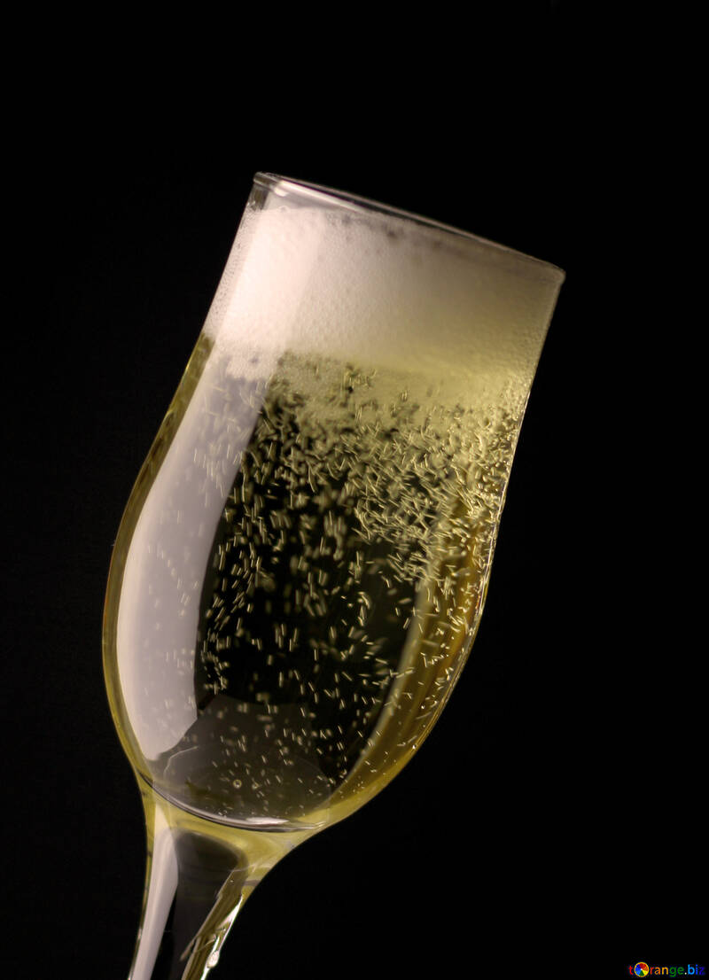 Sparkling wine in the glass №25743