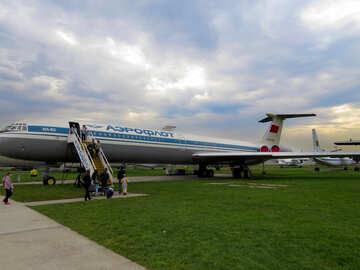 Passengers go to the plane №26419