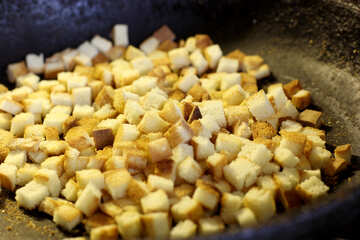 Croutons in skillet №26980
