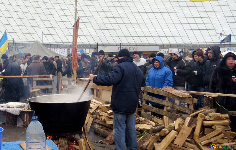 Providing hot food protesters №27752