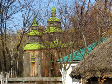Chiesa di legno nel villaggio №28841