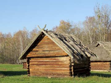 Vecchia casa in legno №28591