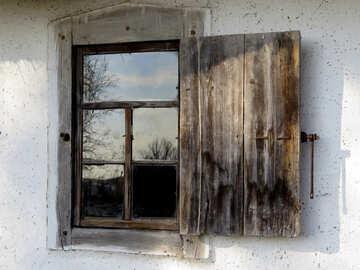 Alte Fenster mit Fensterläden №28708